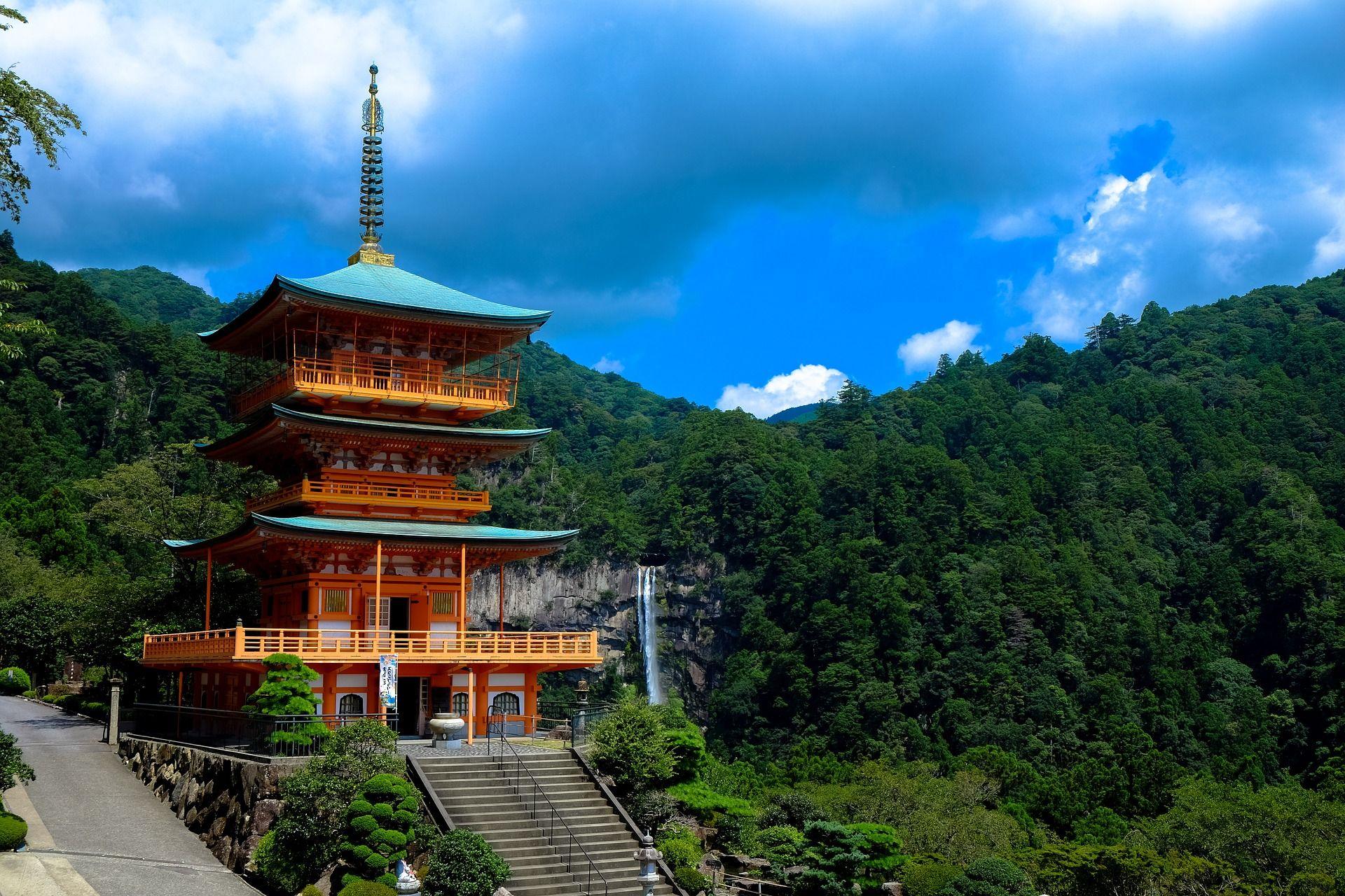 Япония показывает пример в развитии страны