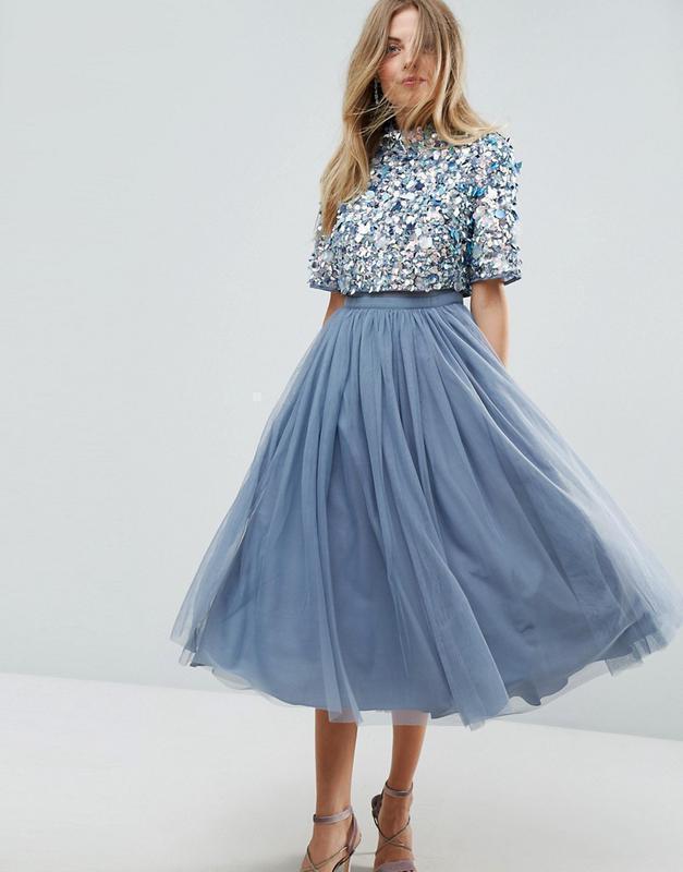Платье с тюлевым подолом