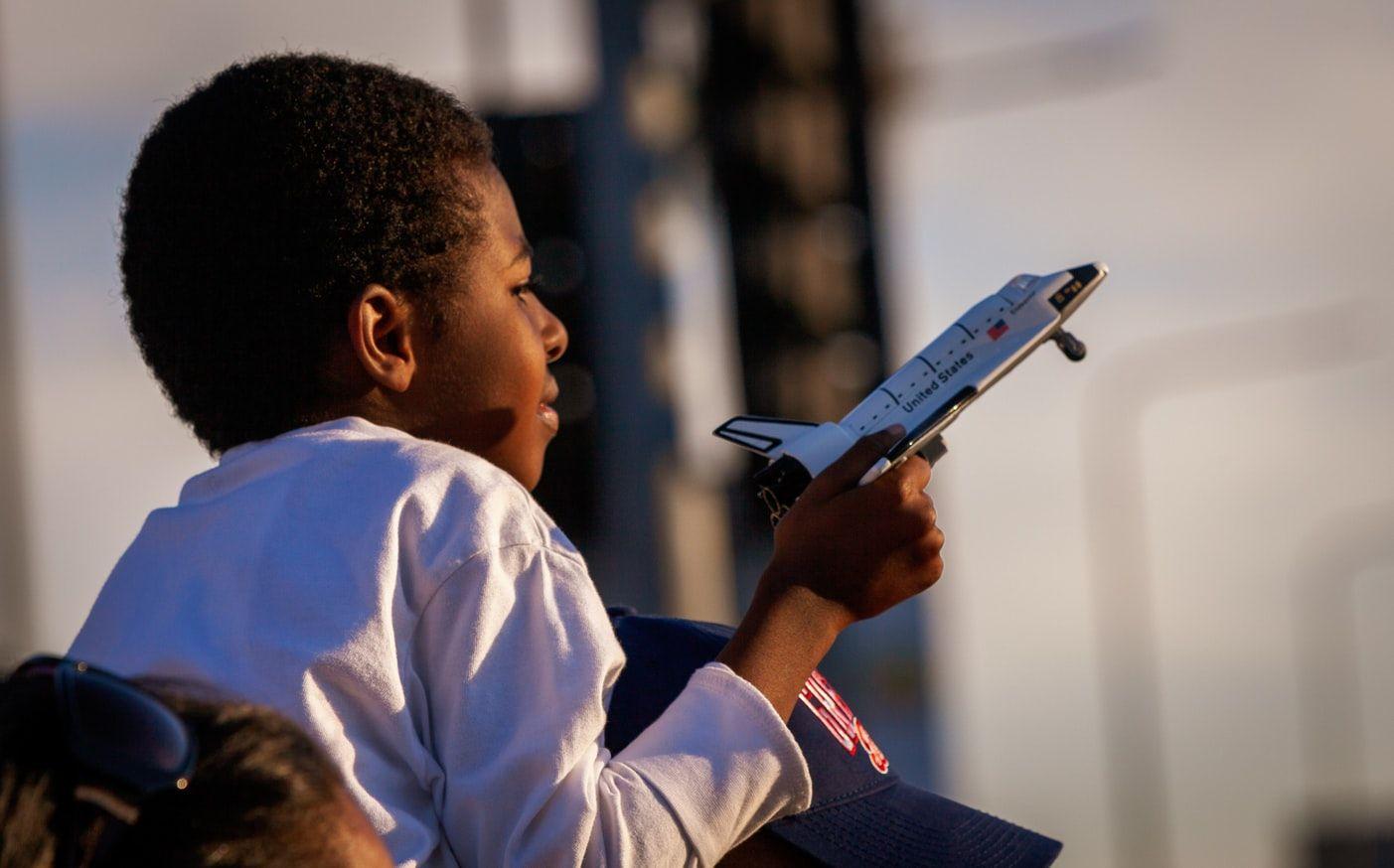 Мальчик и космический корабль