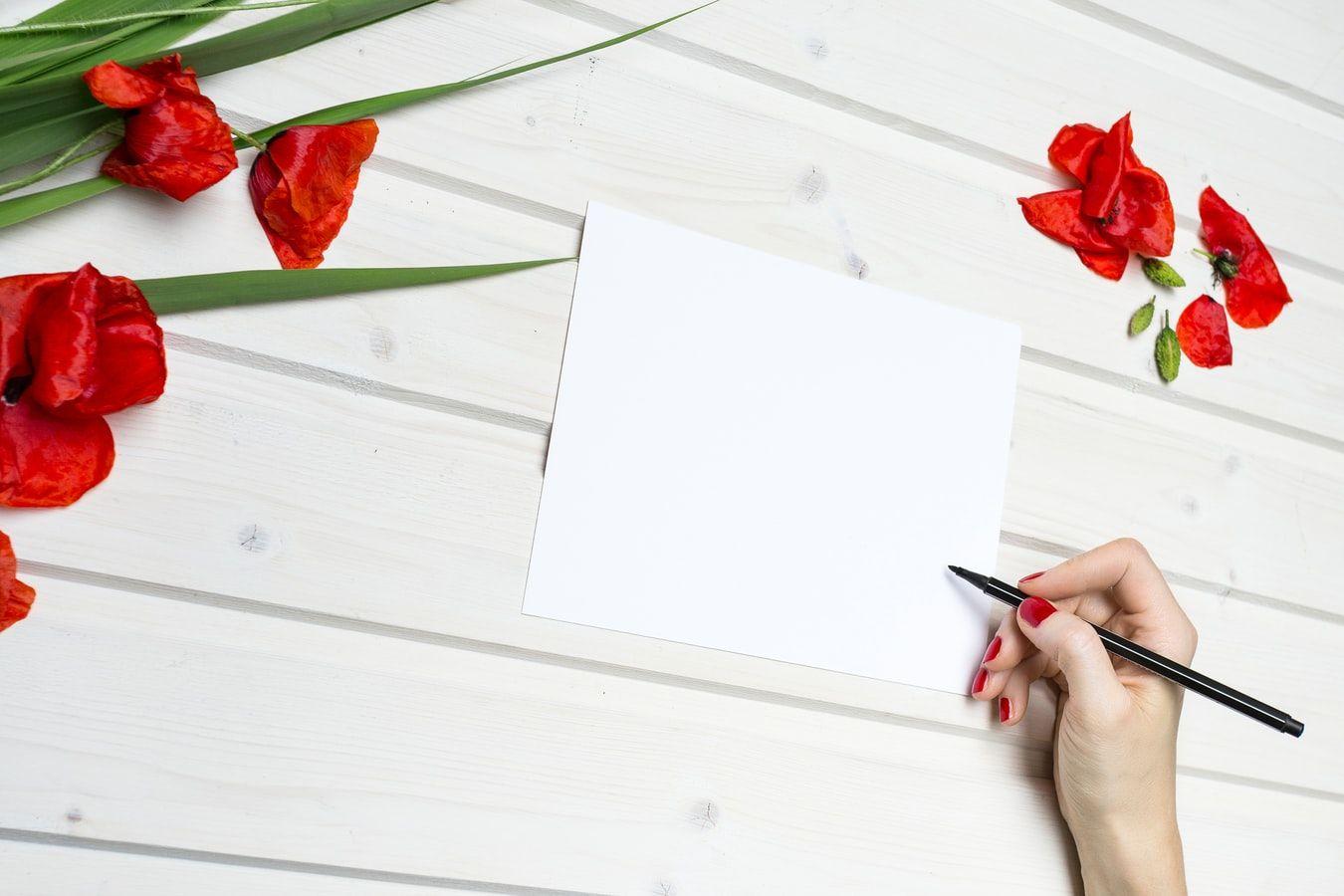Точечный красный цвет поможет сосредоточиться на работе